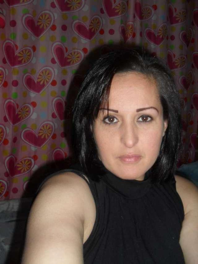 Mujer de 35 años gordita y komplaciente